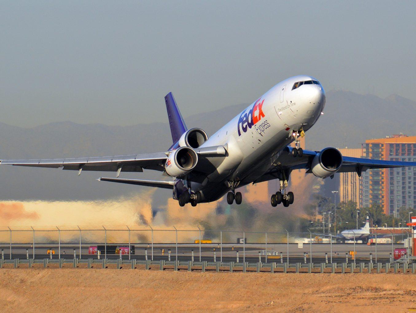 Стоит ли перевозить товар из Китая с помощью самолётов?